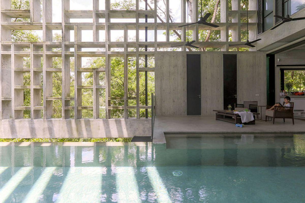 "Photos by Kent Soh via <a href=""http://www.dezeen.com/2015/09/05/tropical-box-house-kuala-lumpur-malaysia-whbc-architects-wrapped-concrete-egg-crate-stilts/"">Dezeen</a>."