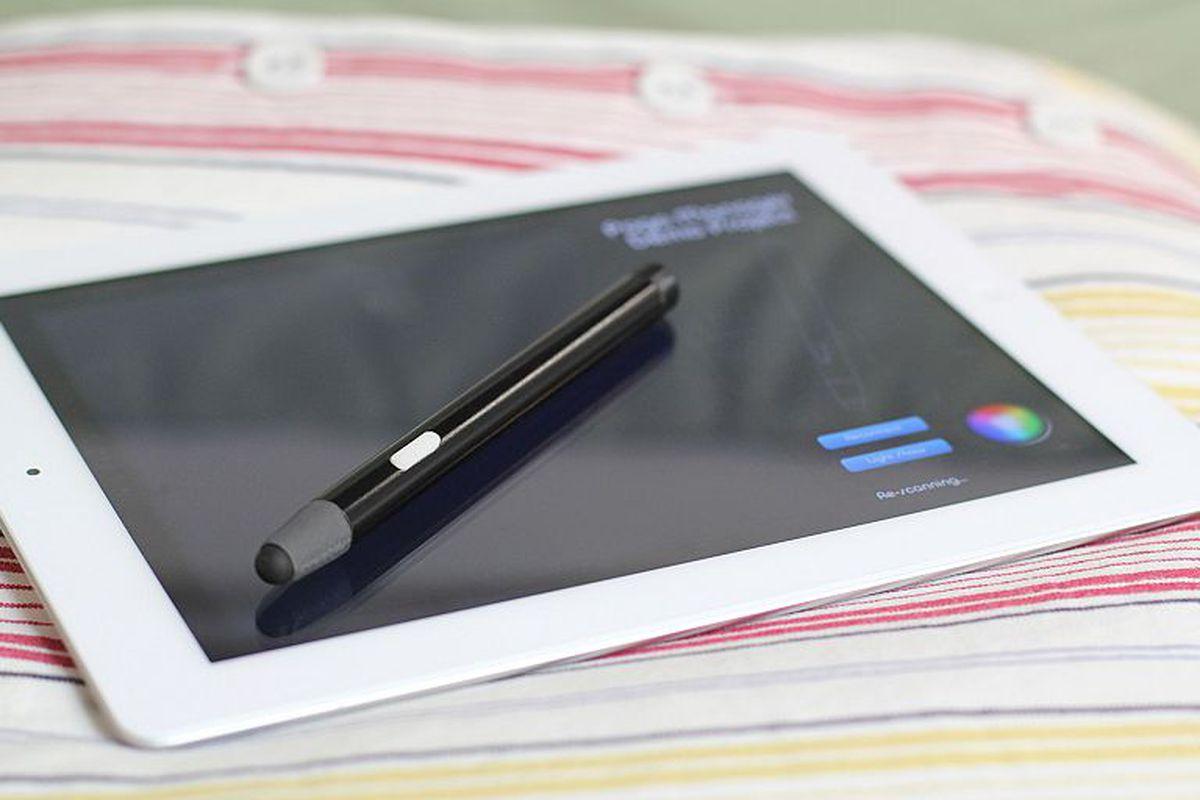 Blue Tiger pressure-sensitive iOS stylus will work over Bluetooth