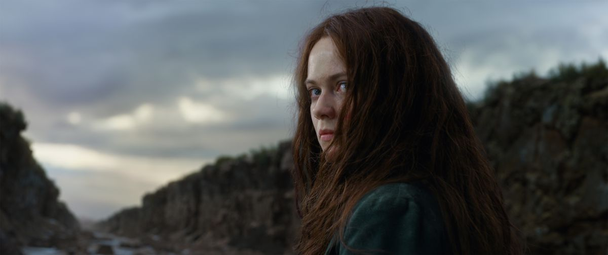 Mortal Engines - Hester Shaw looking back