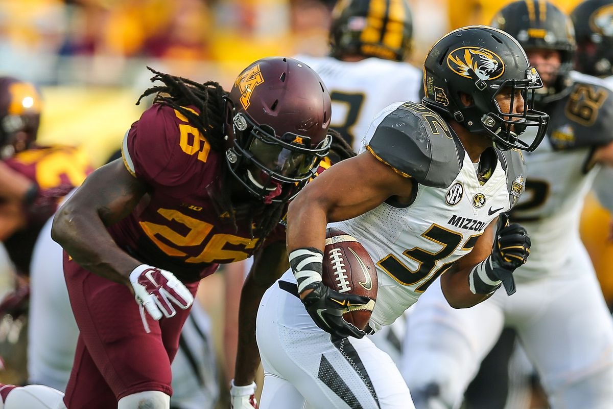 Da'Vondre Campbell, a linebacker on the preseason Butkus watch list, leads the Golden Gopher's defense coming into 2015.