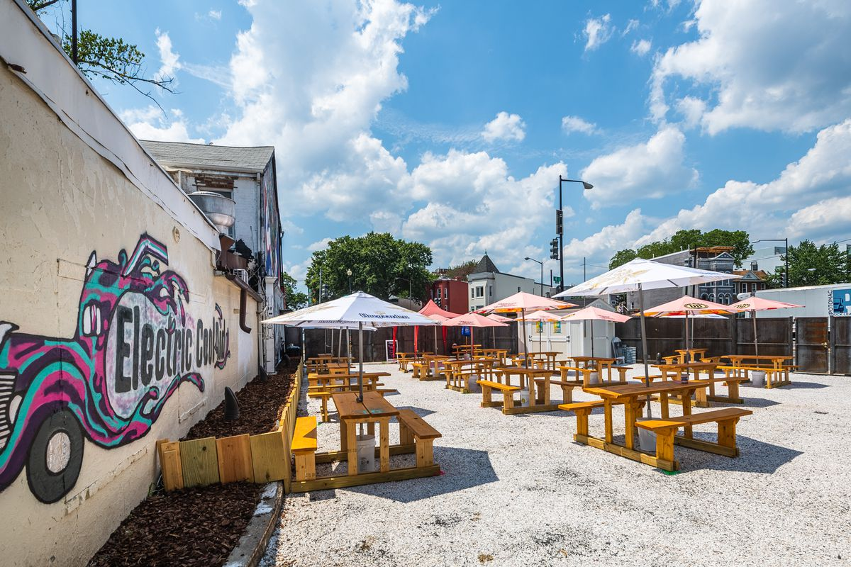Electric Cool-Aid's 4,000-square-foot lot has room for 19 socially distanced tables