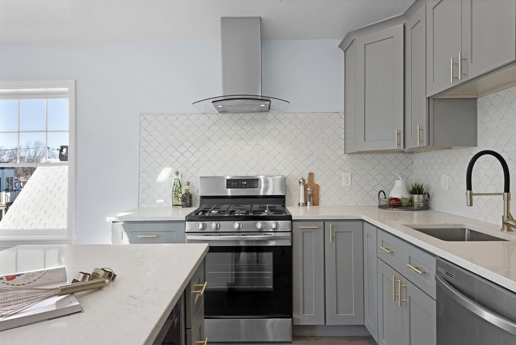 A closeup of that kitchen, where the counters meet at a right angle.