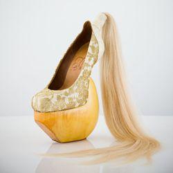 Masaya Kushino's shoe is made of white leather, human hair, lace and Japanese cypress.