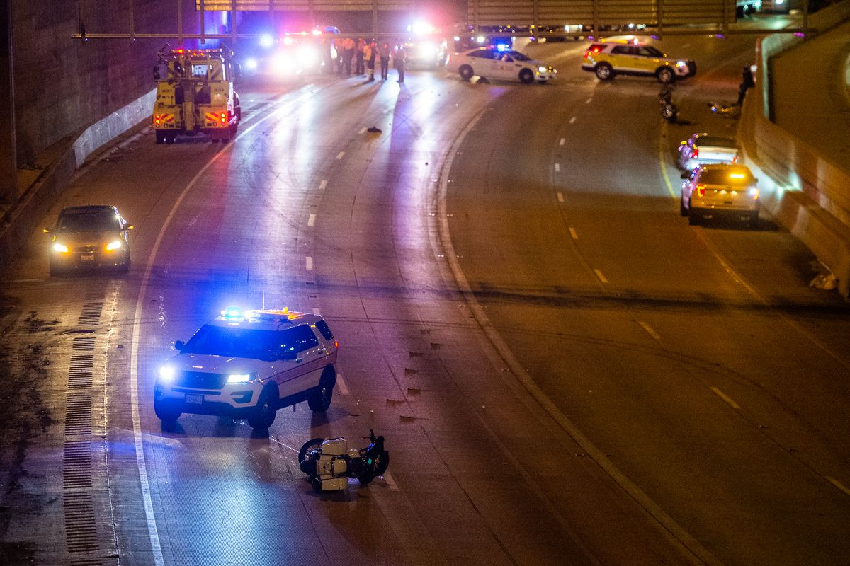 Two injured in multi-vehicle crash on the Dan Ryan - Chicago