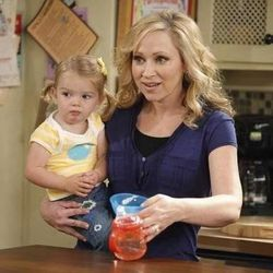 Leigh-Allyn Baker (Amy Duncan) with Mia Talerico, who is Charlie on the show.