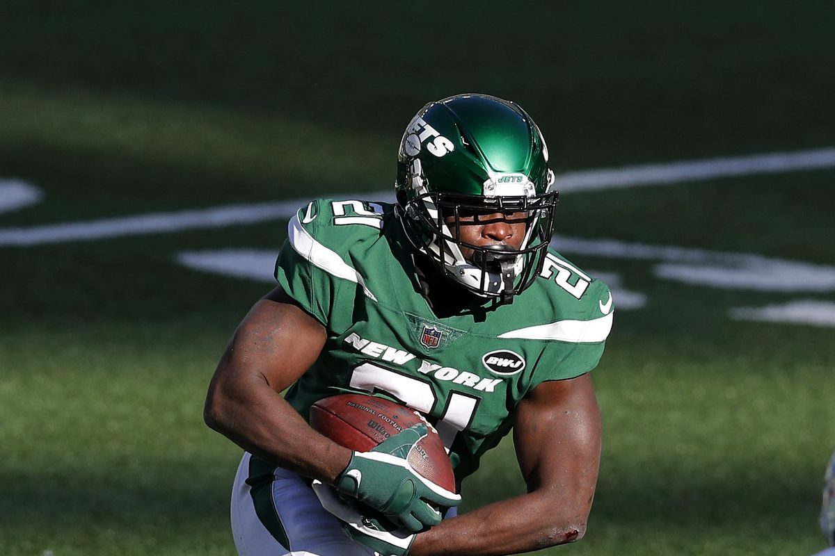 Frank Gore #21 of the New York Jets in action against the Miami Dolphins at MetLife Stadium on November 29, 2020 in East Rutherford, New Jersey.