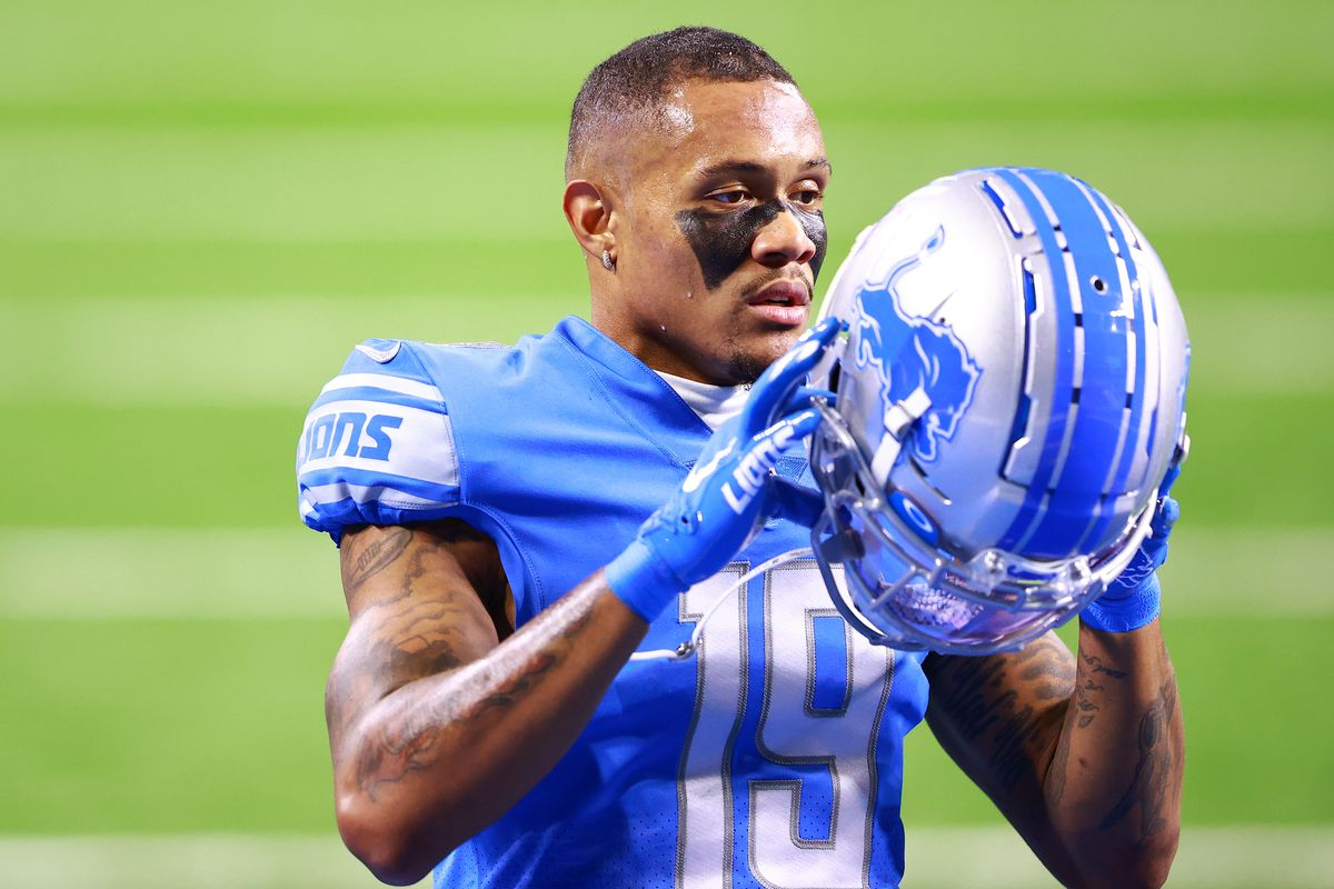 Kenny Golladay #19 of the Detroit Lions during warm ups before a game against the New Orleans Saints at Ford Field on October 4, 2020 in Detroit, Michigan.
