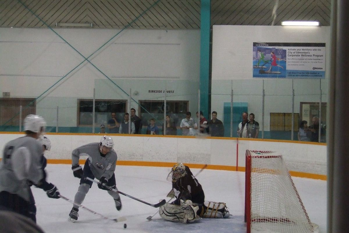 <strong>Pääjärvi's failed deke during 3-on-3 at the Oilers' prospect camp.</strong>  Photo By:  Bruce McCurdy, All Rights Reserved.