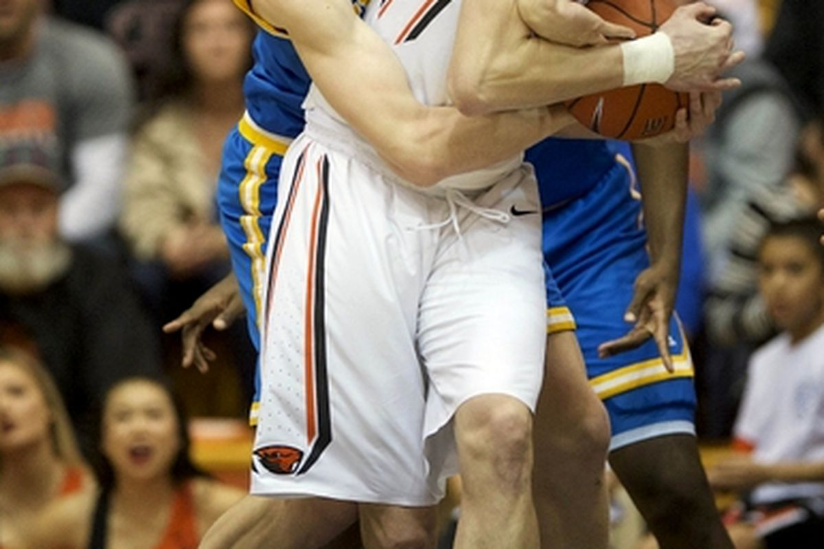 The Bruins and Beavers will tussle over the ball again today.