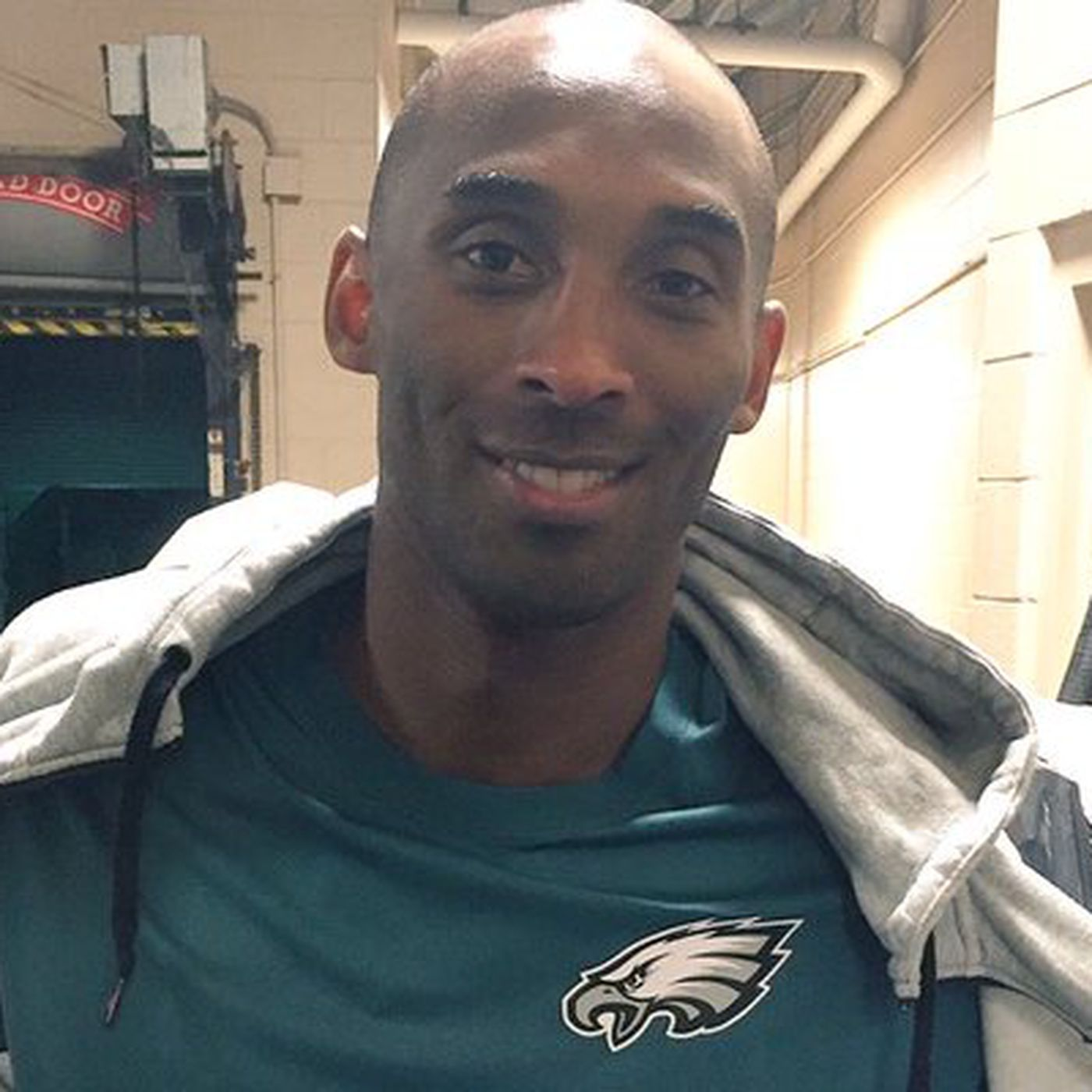 6f6120c1b1d Kobe Bryant left Philadelphia wearing an Eagles shirt after the Lakers-Sixers  game - Bleeding Green Nation