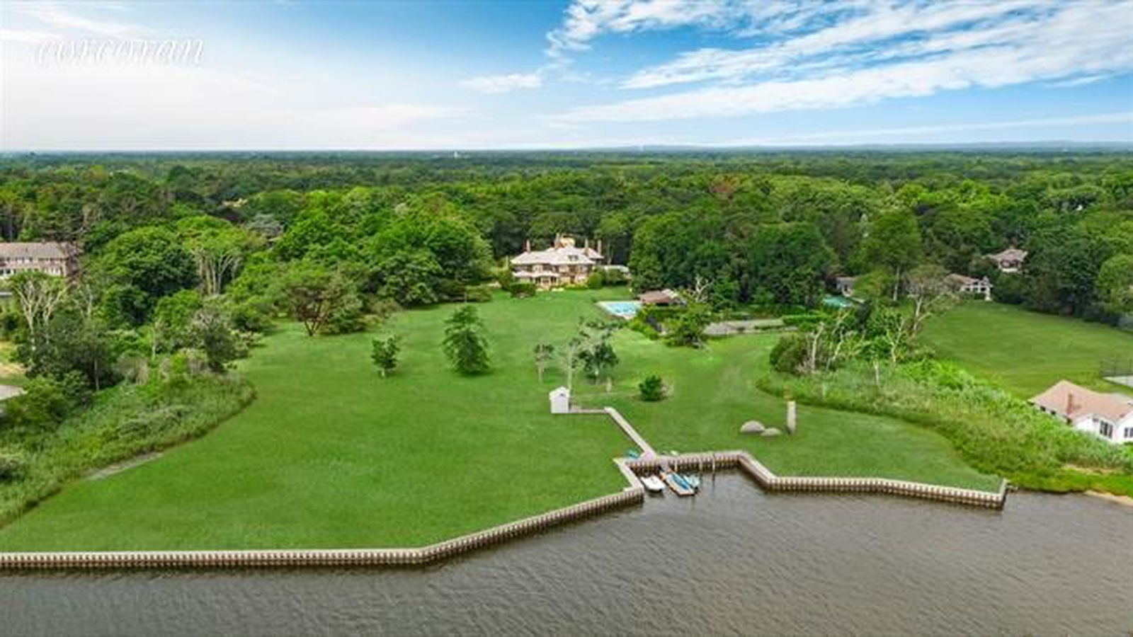 Venture capitalist s hamptons home with private art museum for Hamptons beach house for sale