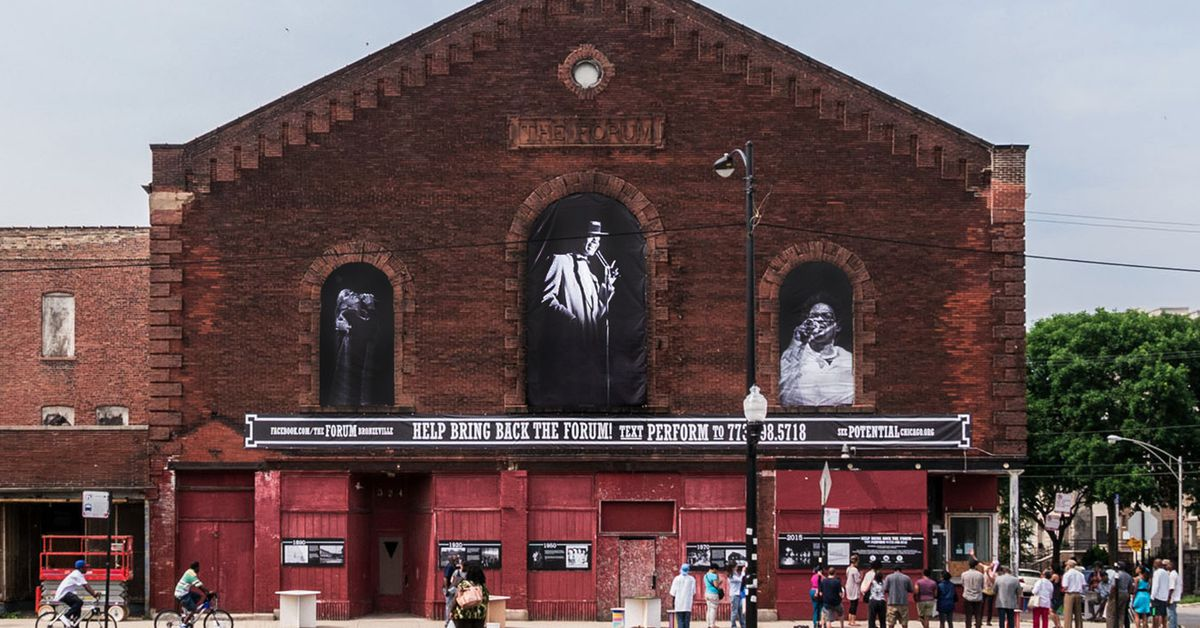 Saving Bronzeville's Forum: Preservationists look to future by honoring the past