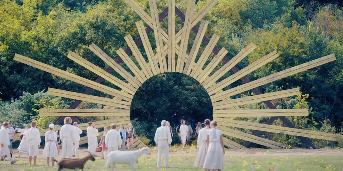 The sunburst at the gateway to the village of the Harga.