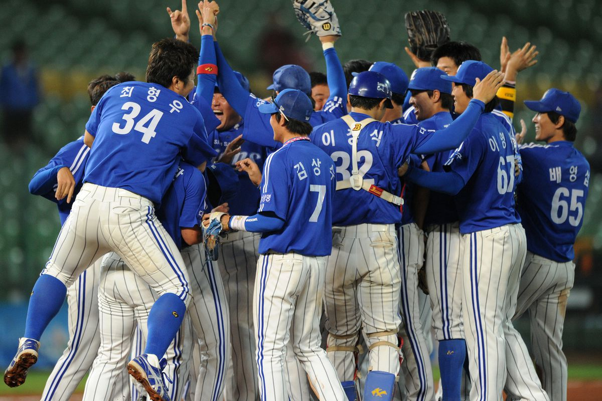 South Korea's champions Samsung Lions celebrate after beating Japan's champions Softbank Hawks during the 2011 Asia Series baseball tournament in central Taichung on November 29, 2011.