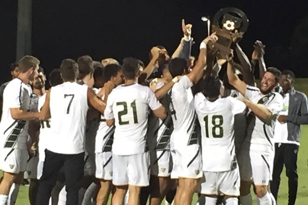 USF hoisting the Rowdies Cup, 2016 (2)