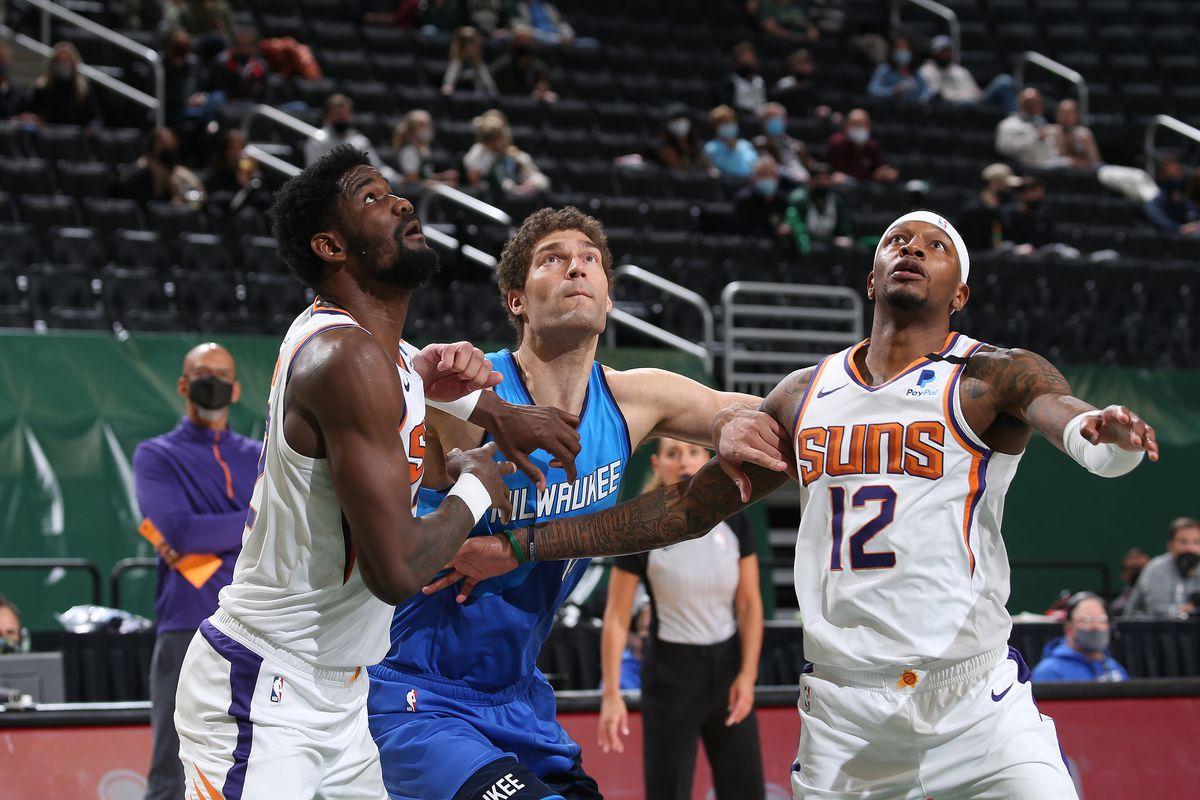 Phoenix Suns v Milwaukee Bucks