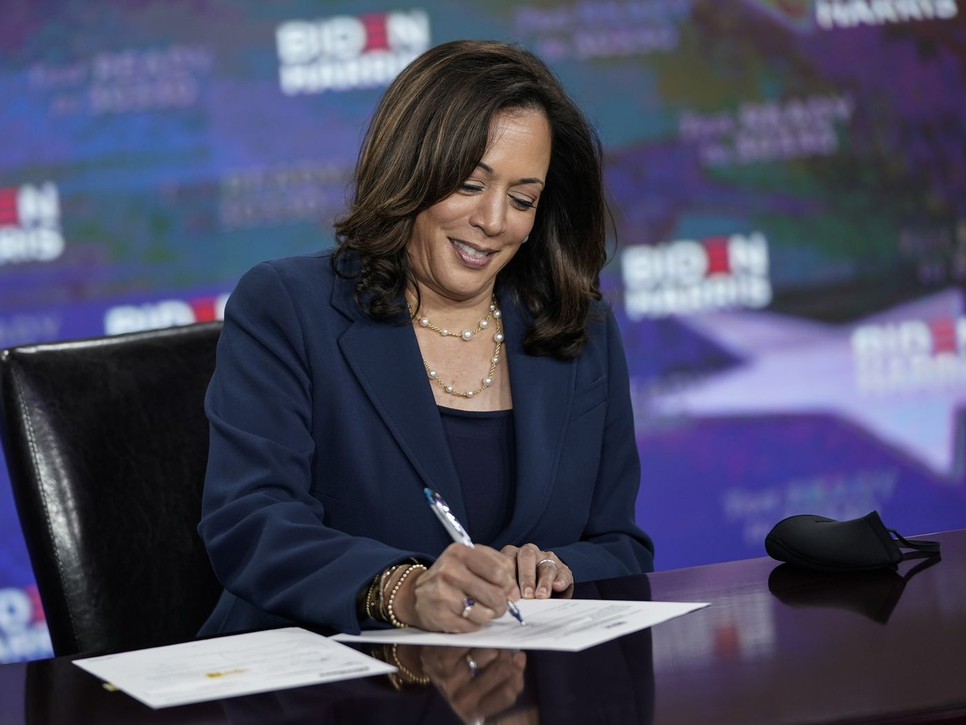 The Birther Falsehoods About Kamala Harris S Vp Eligibility As A Natural Born Citizen Explained Vox