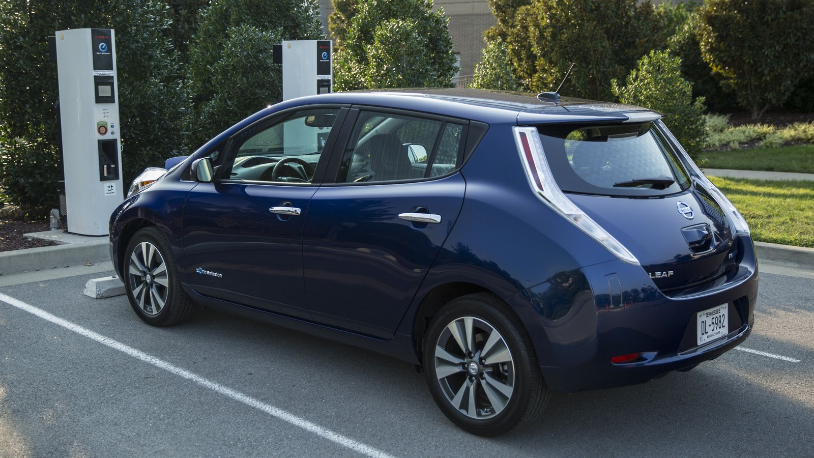 leaked photos of new all electric leaf provide first look at
