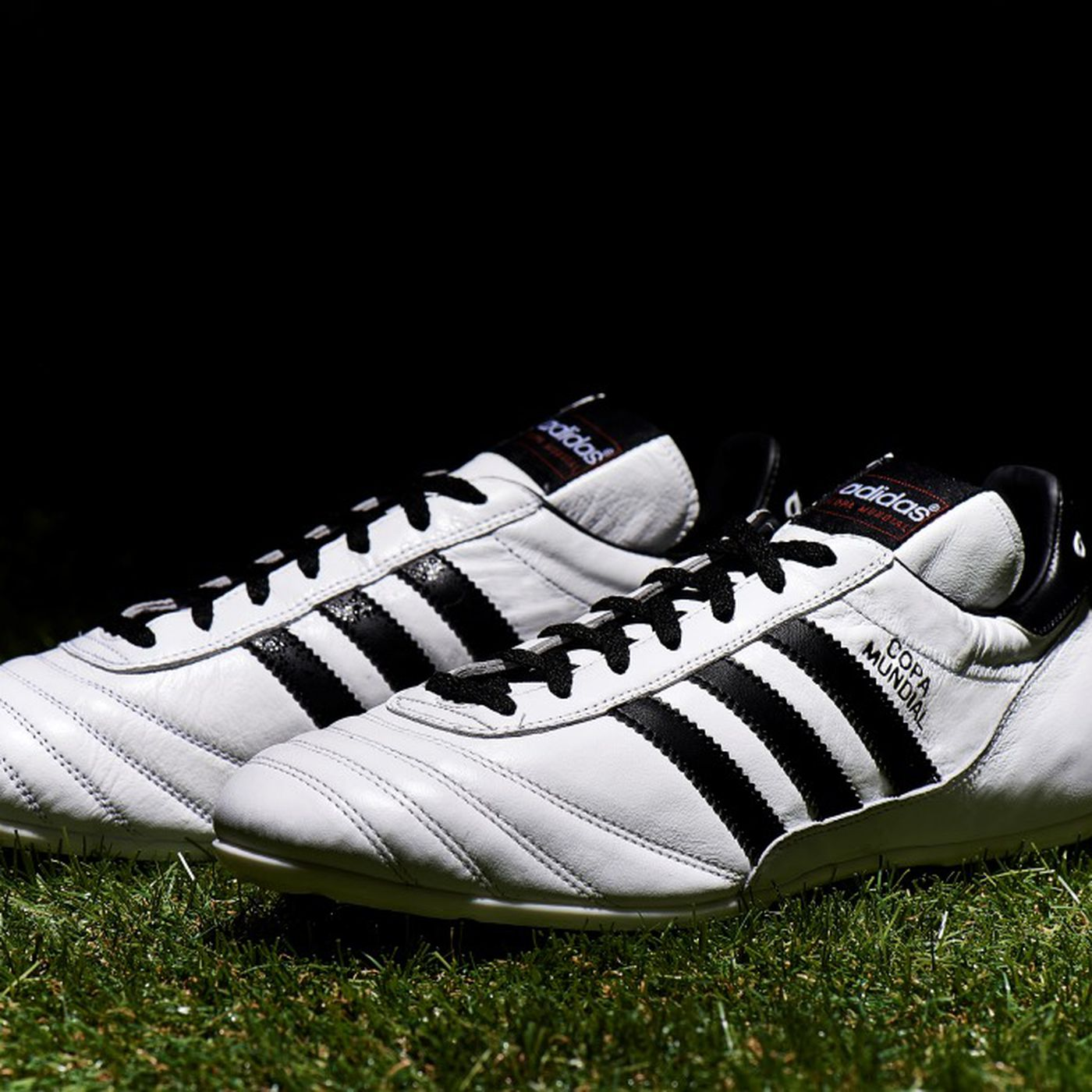 Intervenir cliente analizar  adidas flips the switch on a classic, announces white Copa Mundial boot -  SBNation.com