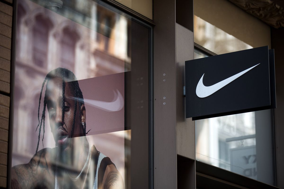 wholesale dealer 4d3fe 7efb1 Amazon will start selling Nike shoes directly for the first ...