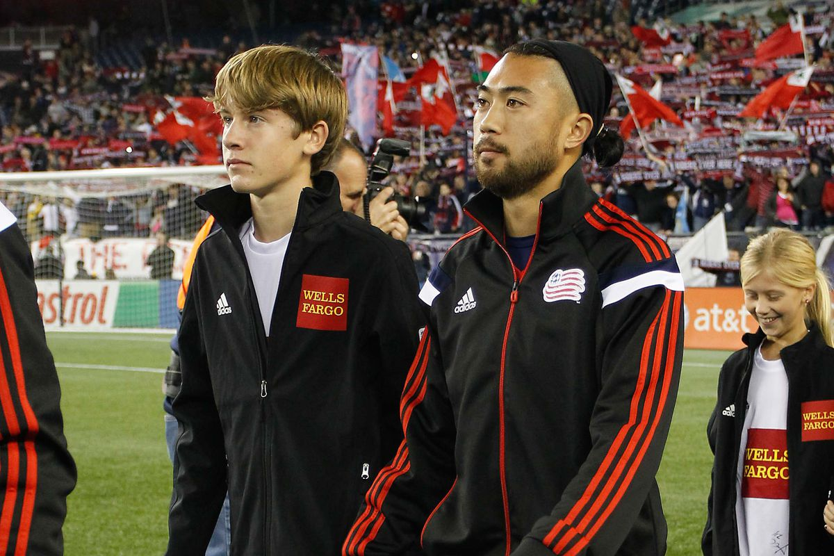 Lee Nguyen wants a new contract--and Revolution GM Mike Burns appears willing to wait