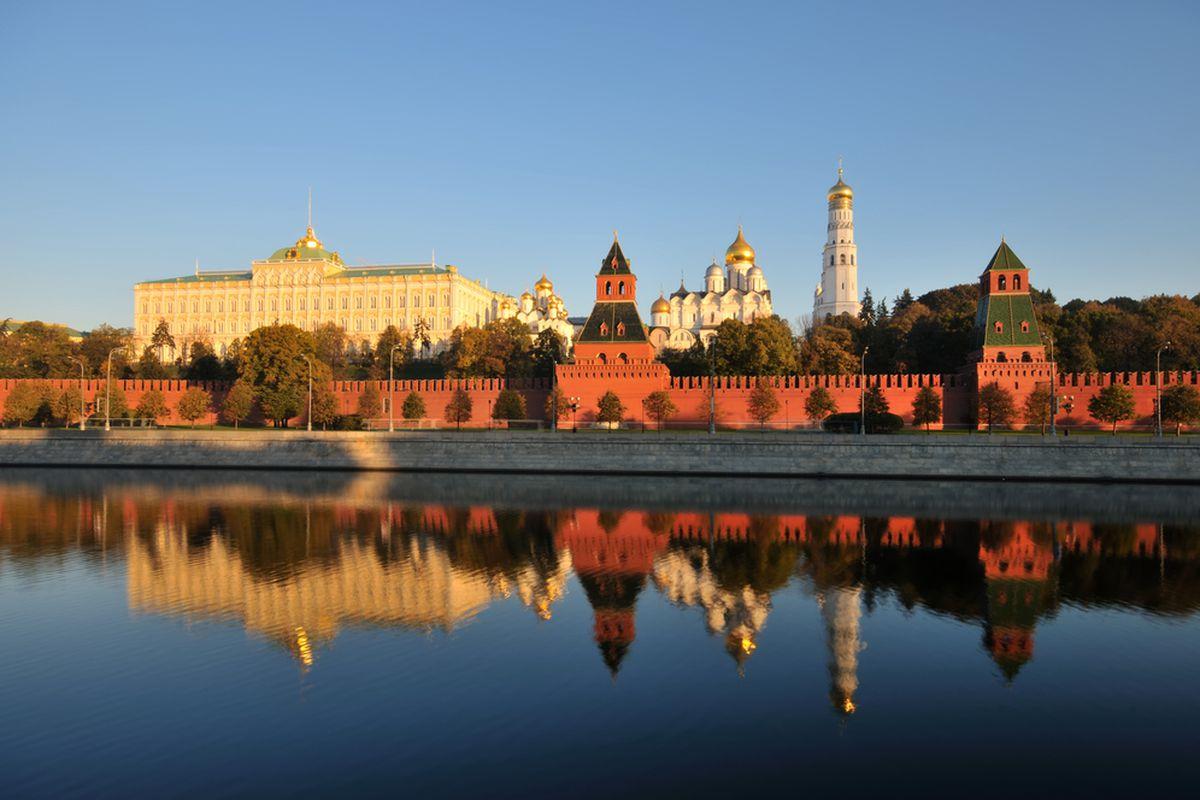 moscow kremlin (denis larkin / shutterstock)