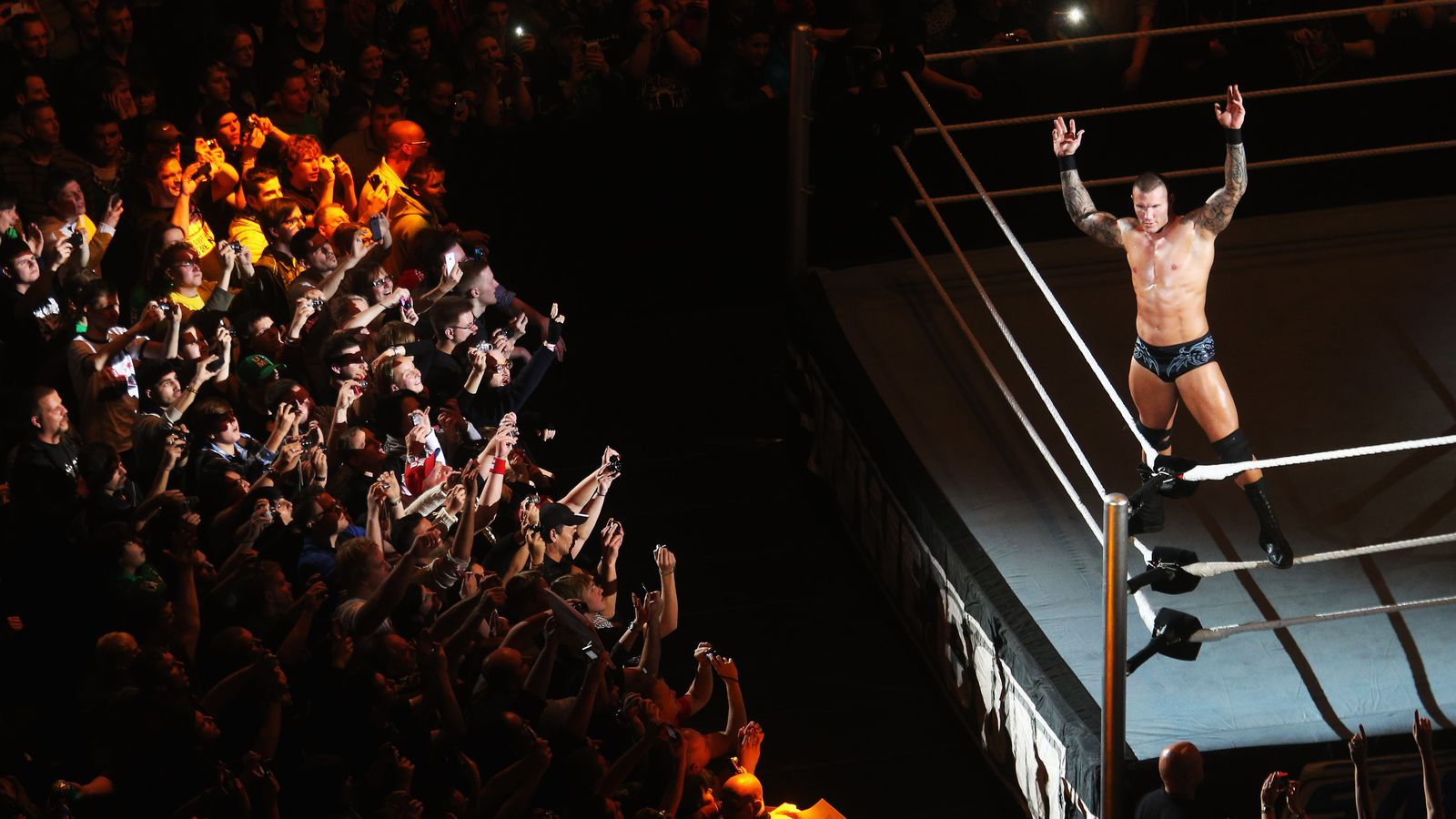 Let's Say Nice Things About: Wrestling fans - Cageside Seats
