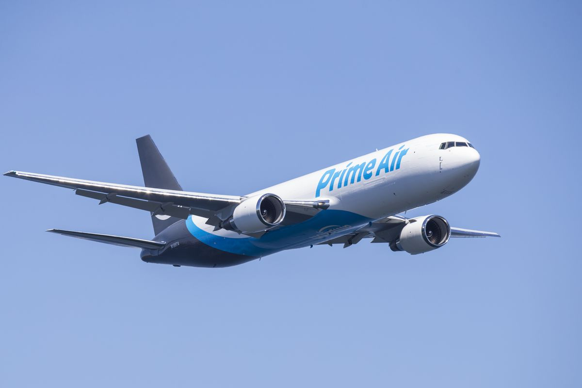 Amazon Branded Cargo Plane Flies in Seattle Seafair's Airshow