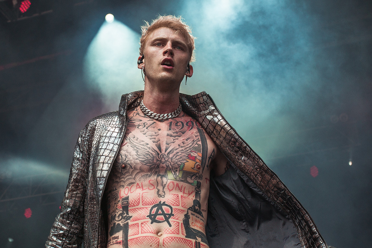 "Machine Gun Kelly ""Bloody Valentine"" - REVOLT"