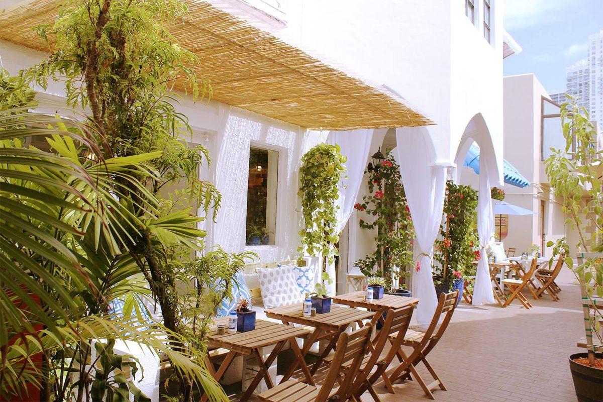 Image of Meraki Greek Bistro patio