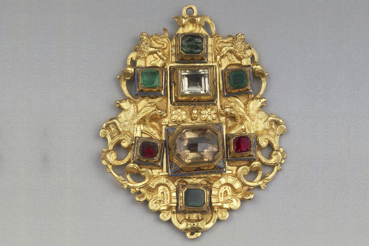 Paste, glass, and quartz from the 16th century.