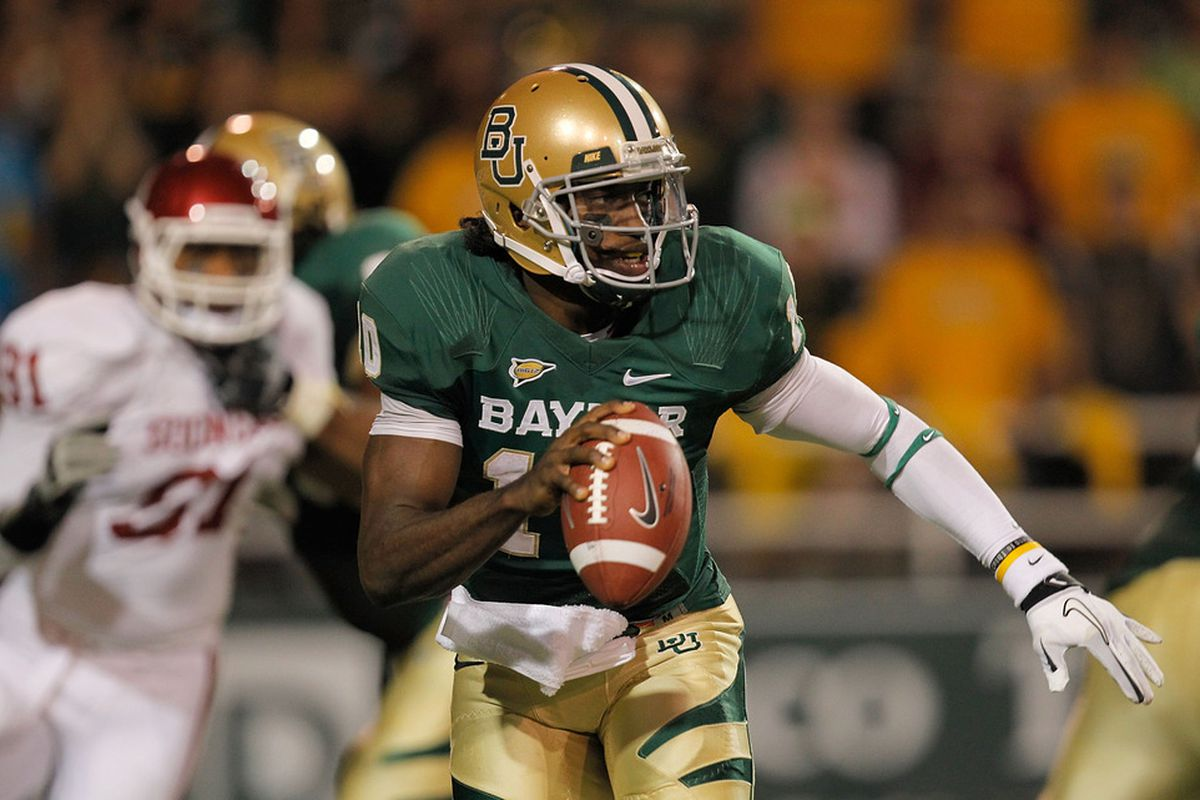 Baylor quarterback Robert Griffin helped dash Oklahoma's BCS Championship hopes on Saturday night, throwing the game-winning touchdown pass with eight seconds left.