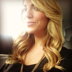 Voilà! Gorgeous hair selfie! When you are blonde, you always need to give your hair love to keep it full, bouncy, and vibrant.