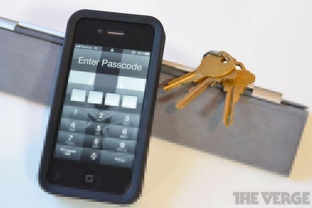iPhone PIN unlock mosaic 1020