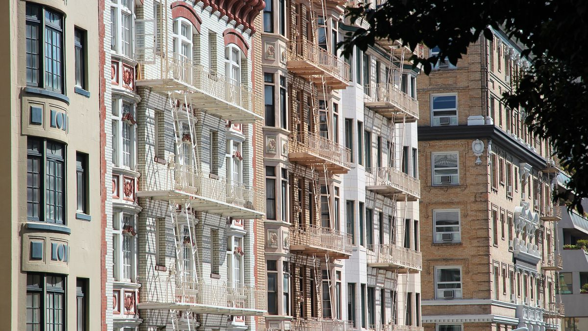 Tight view of apartment buildings in the Nob Hill neighborhood.
