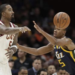 Cleveland Cavaliers' JR Smith, left, passes against Utah Jazz's Rodney Hood in the first half of an NBA basketball game, Saturday, Dec. 16, 2017, in Cleveland. (AP Photo/Tony Dejak)