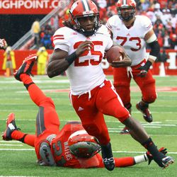 Running back Melvin Gordon accelerates past Rutgers defenders for a touchdown.