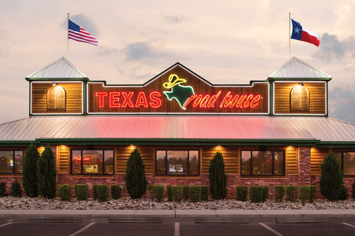 An exterior of the casual, Texas Roadhouse steakhouse, expanding this year to Henderson.