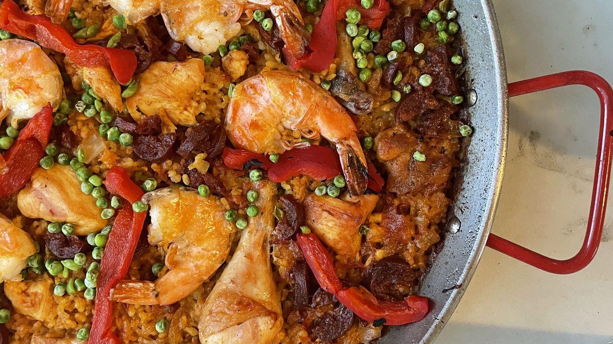 Paella in a pan.