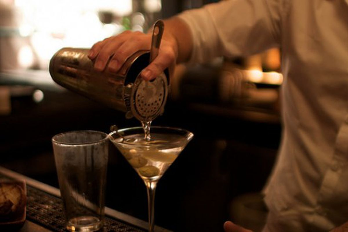 """<a href=""""http://eater.com/archives/2011/08/18/three-sheets-mixologist.php"""" rel=""""nofollow"""">Drinking Debate: Bartenders on the Term 'Mixologist'</a><br />"""