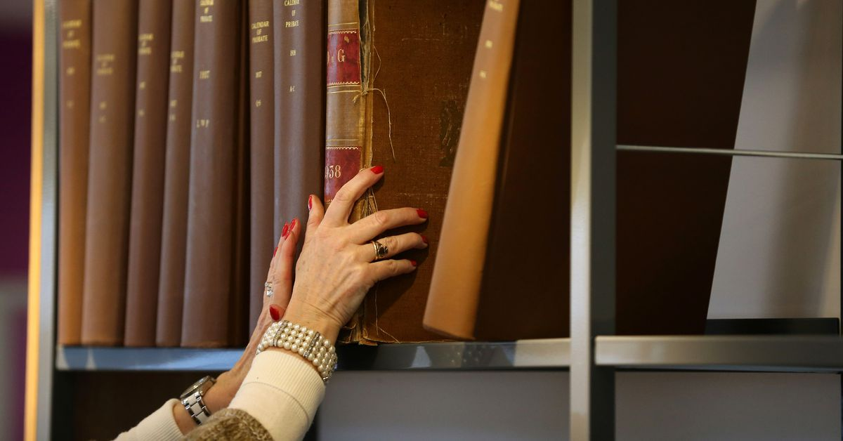Librarians explain how to lend books to your friends
