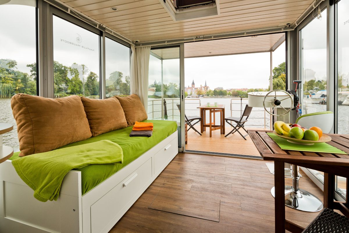 Modern Houseboats Let You Live Your Best Water Life Curbed
