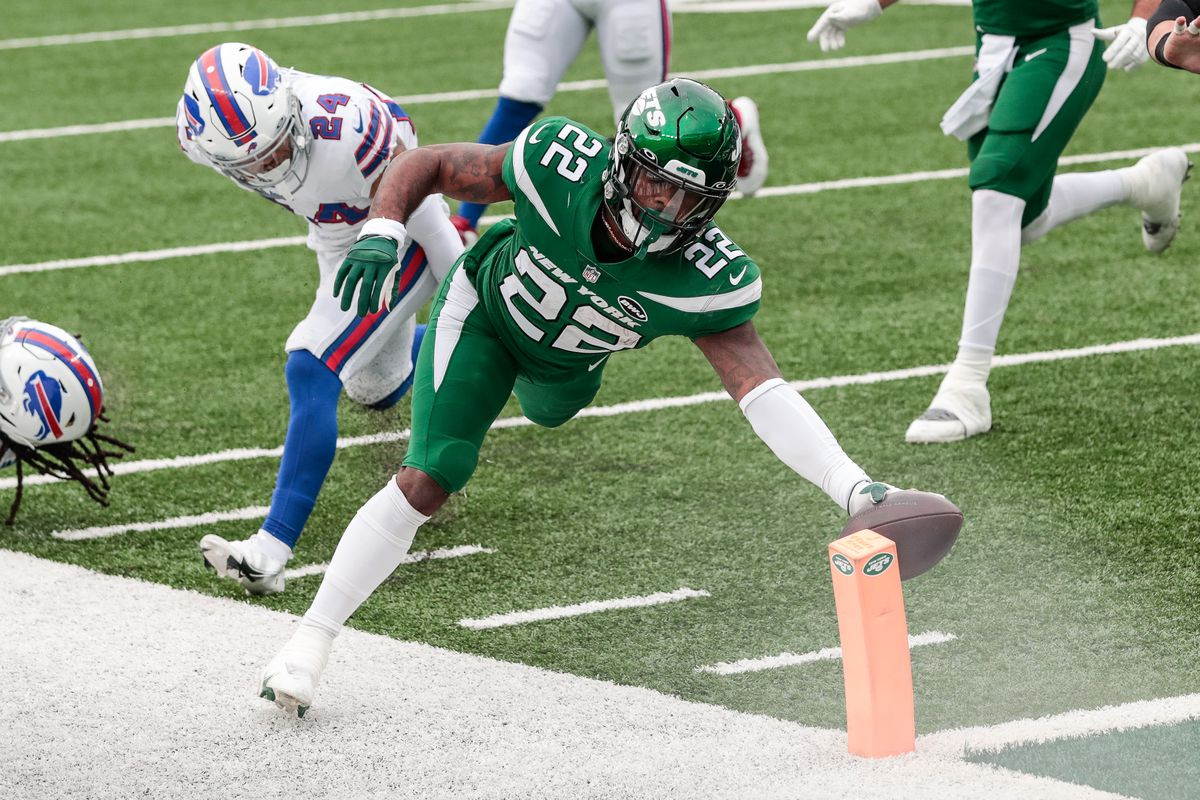 New York Jets running back La'Mical Perine (22) scores a rushing touchdown in front of Buffalo Bills cornerback Taron Johnson (24) during the first half at MetLife Stadium.