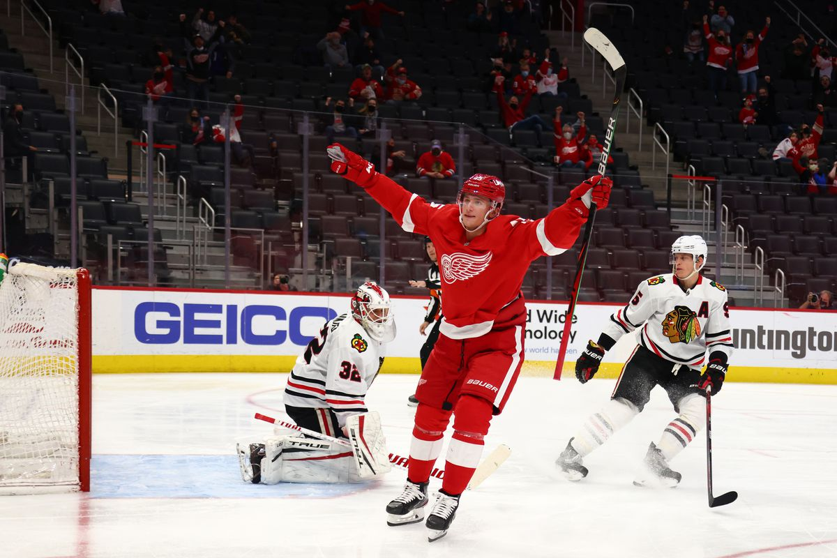 The Red Wings scored three times in a seven-minute span Thursday en route to a 4-1 win over the Blackhawks.