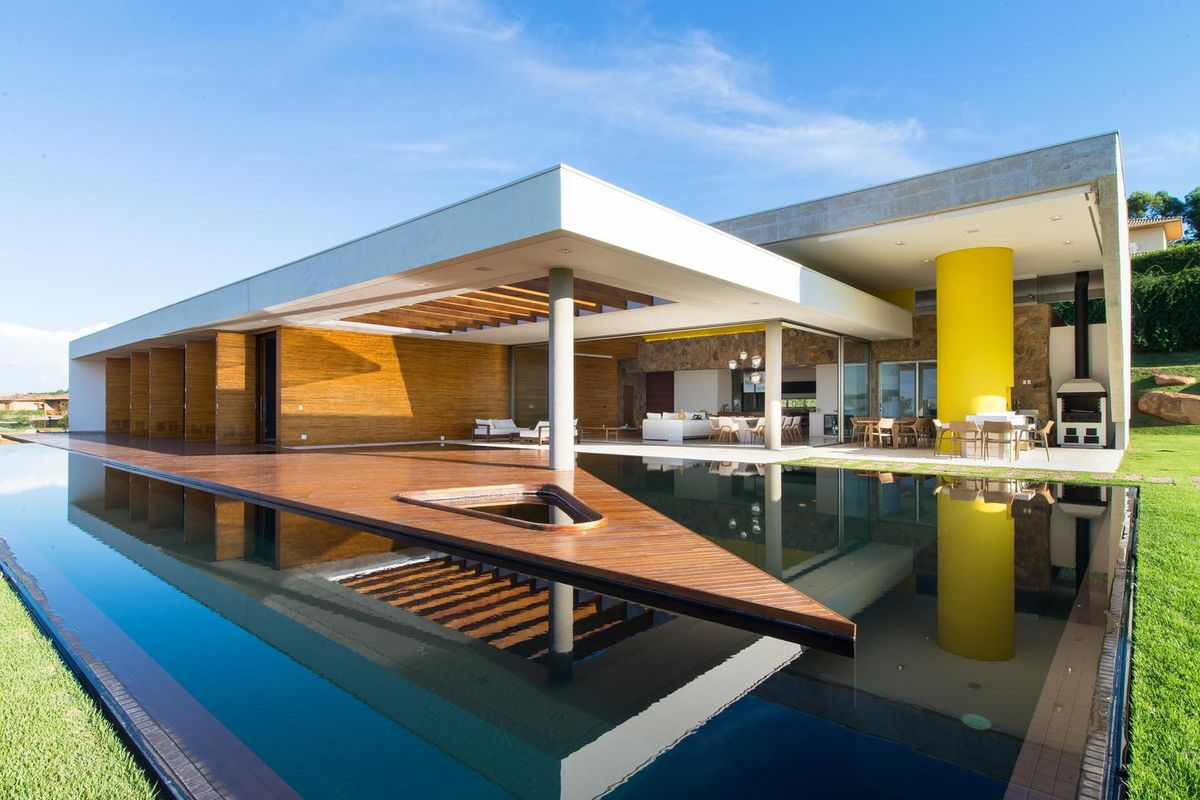 A jaw-dropping residence by Brazilian firm Gustavo Arbex Architects