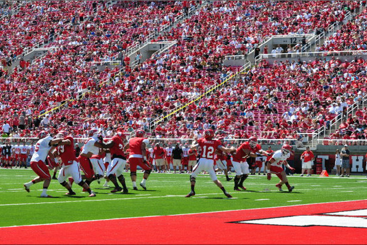 In the 2012 Spring Game, Red defeats White 22-21