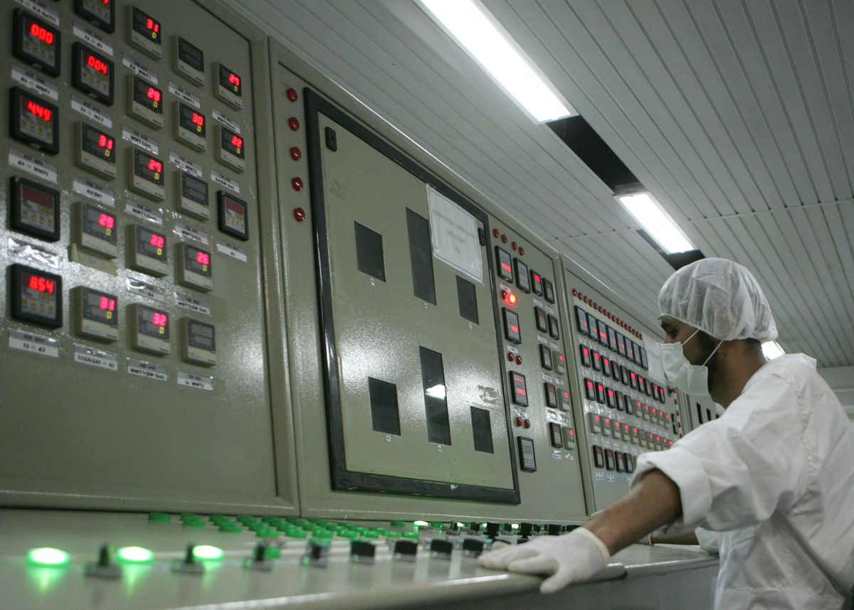 An Iranian nuclear technician at a uranium conversion facility at Isfahan in 2007 (BEHROUZ MEHRI/AFP/Getty)