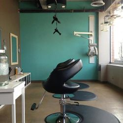 """<a href=""""http://www.thebirdsnestsalonchicago.com/"""">The Bird's Nest Salon</a> [3131 West Logan Boulevard] is an adorable Logan Square spot decked with robin's-egg-blue walls and—you guessed it—hanging bird cages. It specializes in eco-friendly services, an"""