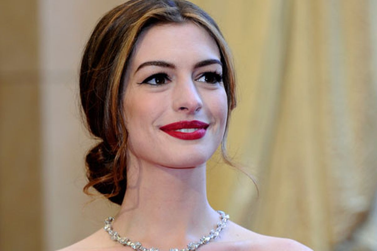 Anne Hathaway at the Academy Awards. Photo via Getty.