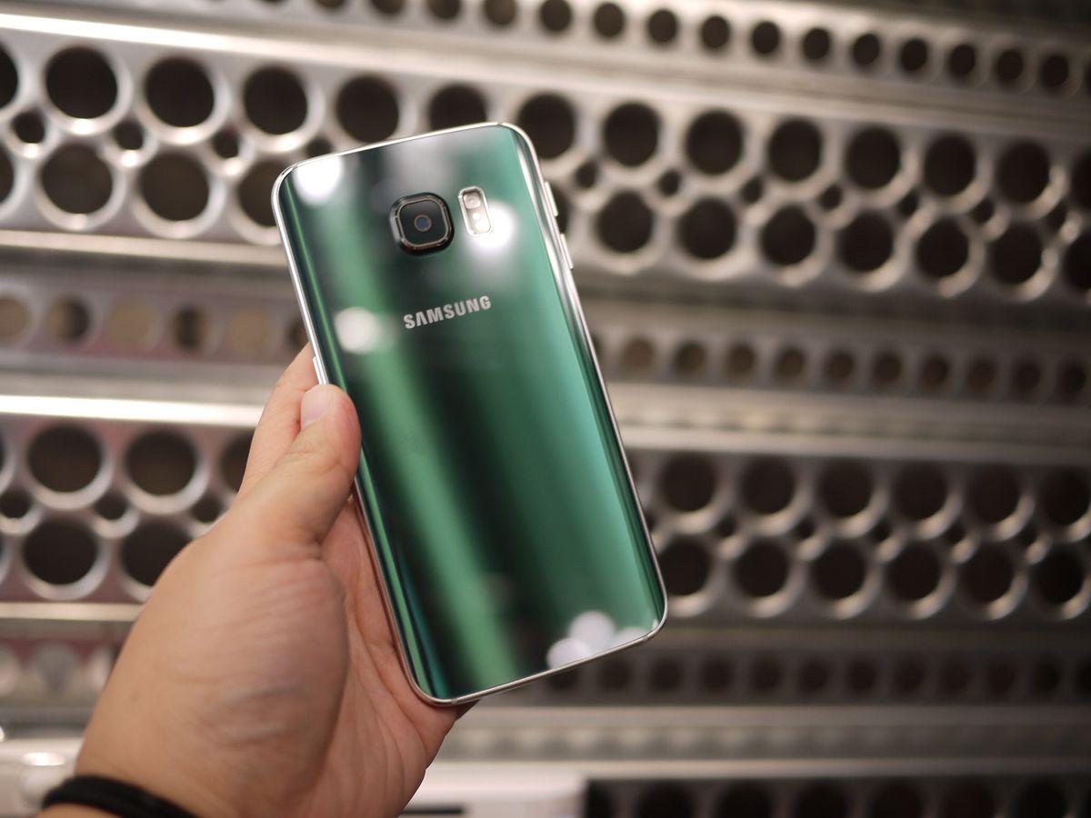 The Galaxy S6 Edge comes in emerald green, plus white, black or gold.